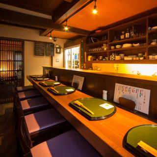 カウンターでは日本酒好きの女将との会話もお楽しみいただけます