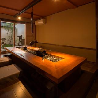 4~10名様ご利用可。日本庭園付き完全個室は接待に最適です