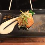 son-ju-cue - アミューズ(サーモンと菜の花の酢味噌和え カラスミかけ)