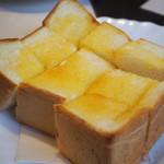 107435505 - 厚切りトースト