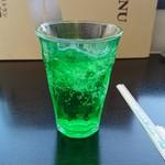 レストラン安比高原 - 綺麗な緑色のメロンソーダ300円