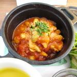 カフェ ラ トローブ - チキンのトマト煮込み