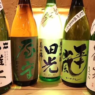 お料理に合う厳選された日本酒は、常時20種類以上ございます。