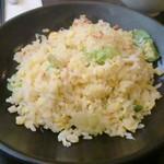 107445678 - 蟹レタス炒飯