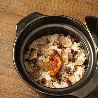 COLT名物!フォアグラとトリュフの土鍋ご飯