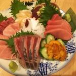 貫田川 - 本鮪、大トロ、中トロ、帆立、たこ、鰹、雲丹と贅沢な刺盛り!
