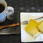 Cafe 豆うさぎ - 豆うさぎブレンドと米粉のシフォンケーキ