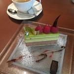 CHOCOLATIER PALET D'OR - ケーキとコーヒー