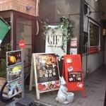 旅カフェ GIFT - 他店のイタリアン国旗が目印!