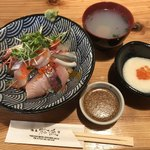 海専 松魚 - 料理写真:海鮮丼 並=1000円 税別