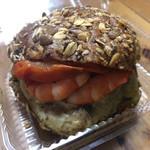 アマムダコタン - 料理写真:えびとアボカドとブロッコリーのサラダサンド