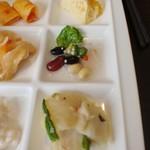 北海道スカイテラス MINORI - うに風味のフラン、タコの刺身と十八穀サラダ、白身魚の蒸し焼き