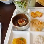 北海道スカイテラス MINORI - サラダ、塩豆腐の食べるラー油乗せ、本ずわいがにの芙蓉蟹