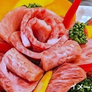 豪華な石垣牛の肉ケーキが味わえる、南の島のサプライズプラン☆