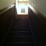 SAVOY - 階段を上った先に Bar が待つ