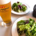 トレインレストラン日本食堂 - もちろんビール お食事ふサラダ付きです
