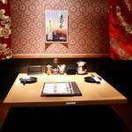 隠れ家個室×本格焼き鳥×秘伝手羽先唐揚げ専門店 鶏の久兵衛 - 個室テーブル席