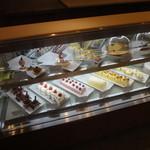 レストラン ラコンテ - ケーキもありました~。1個600円くらい。