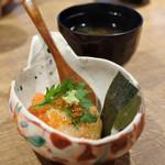 名物わら焼きとマグロ料理 北堀江 ほおずき - ご飯 炙りおにぎりにいくら掛け… 留椀 あおさのお味噌汁
