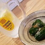氏ノ木 - お通しのからしきゅうり&レモンサワー