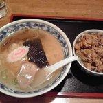 中華シゲタ - ある日のBランチ、塩ラーメン&ひき肉丼550円