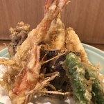 登良屋 - 天ぷら皿盛り。
