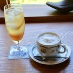 喫茶トラカイ - レモンソーダ、ジンジャーミルク