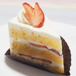 107503655 - 季節のフルーツのショートケーキ