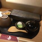 Unagiyondaimekikukawa - 細い重箱は特注なのかな?