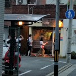 GARAM - 退店直後のお店外観。並んでますね~。