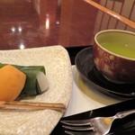 加賀屋 - 枇杷と柏餅
