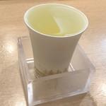 金沢まいもん寿司 - 加賀鶴しぼりたて純米生原酒850円