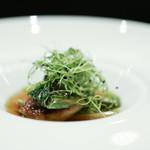 レストラン ラ・フロレゾン・ドゥ・タケウチ - LE FOIE GRAS スペイン産フォアグラのア・ラ・プランチャ 山菜とふきのとうのブイヨンを注いで☆