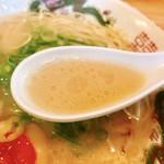 博多玉 - 早速スープから頂いてみれば〜飾らない長浜系の味わいで雑味なく美味いね♫