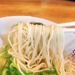 博多玉 - 麺はやはり何処に行っても普通が良いと信じて注文で細麺で固めの長浜仕様!