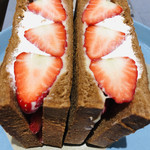 堀内果実園 - あえて、黒パンのミミを残しパンの食感を楽しめます☆彡
