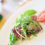 イタリア料理 リストランテ フィッシュボーン - ハイキーなサラダ(笑)