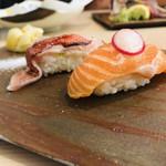 にぎり処 貫太のすし - サーモン/金目鯛の塩炙り握り✩