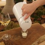 ENEKO Tokyo - 羊のミルク、レンネット(ハーブ)を3滴入れて固める