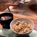 鉄板焼 天 青山庵 - ガーリック高菜ライス、あさりのお吸い物