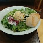 アンディアーモ アッラ ウシータ - ランチのサラダとパンです