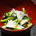 傳 - 天然の山菜餡かけ 牛肉