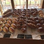 アムーズカフェ - 料理写真:パンいろいろ