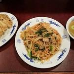 白龍 - カレー焼きそば+焼餃子