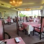 ロッテ皆吉台カントリー倶楽部 レストラン - 落ち着いた雰囲気です