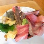 107554307 - あじわい丼(税込1,200円)                       大トロ、中トロ、マグロアゴトロ炙り、生しらす、鰤、玉子など。