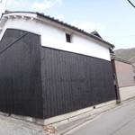 蒲田蔵の珈琲 - 明治に建てられた蔵をリメイクされたそうです。角に小さな看板が
