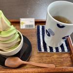 夢茶房 - ミックスソフトクリーム(400円)