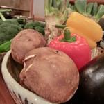 鶴のひとこえ - お店に置いてあるお野菜たち。
