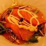Yokohamachuukagaichuugokuhanten - サーモンのサラダ